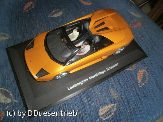 P3040147AutoArt_Lamborghini_Murcielago_Roadster_4WD